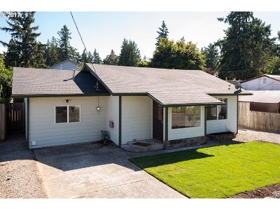 Milwaukie Single Family Home For Sale: 6422 SE May St