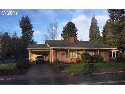 Marion County Multi Family Home Pending: 2785 SE High St