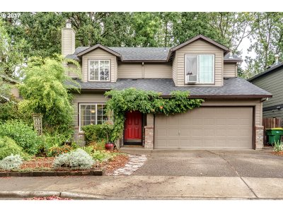 Portland Single Family Home For Sale: 7661 SW Chase Ln