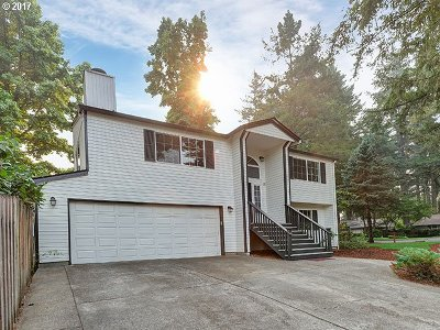 Lake Oswego Single Family Home For Sale: 17460 Schalit Way
