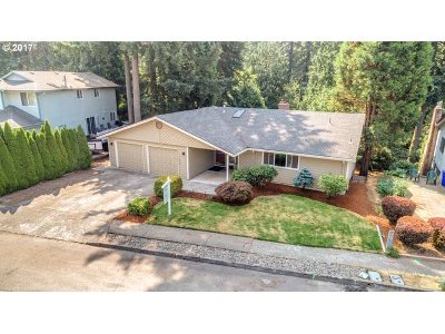 Gresham Single Family Home For Sale: 1646 NW 14th Dr