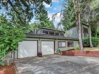 Lake Oswego Single Family Home For Sale: 1625 Cloverleaf Rd