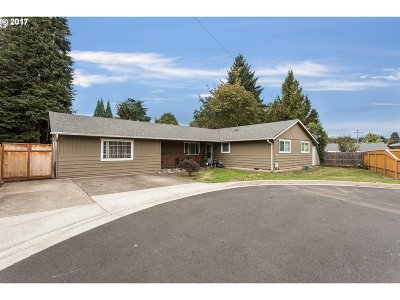 Milwaukie, Gladstone Single Family Home For Sale: 19016 Howell St