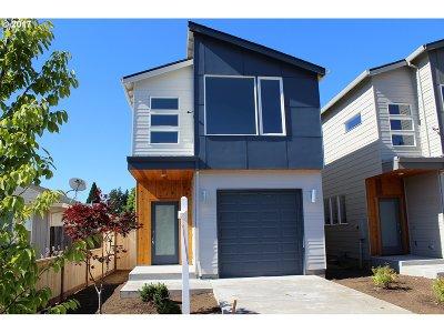 Single Family Home For Sale: 9277 SE Market St