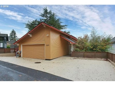 Lake Oswego Single Family Home For Sale: 16819 Greenbrier Rd