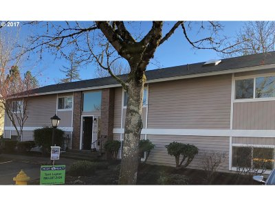 Tigard Condo/Townhouse For Sale: 10840 SW Meadowbrook Dr #58
