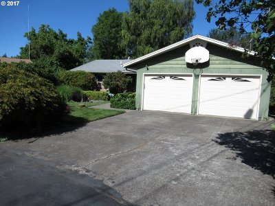 Milwaukie Single Family Home For Sale: 6933 SE Catalina Ln