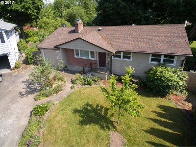 Milwaukie Single Family Home For Sale: 4536 SE Conway St