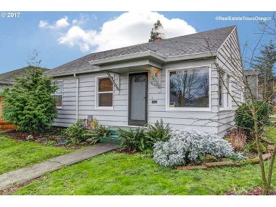 Single Family Home For Sale: 9204 SE Taylor St