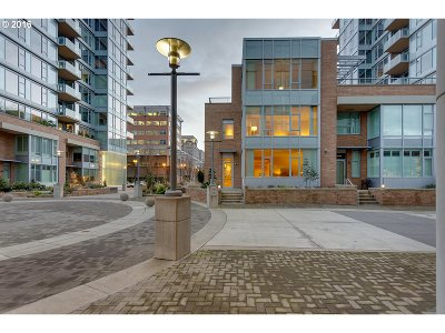 Multnomah County Condo/Townhouse For Sale: 1930 SW River Dr #W107