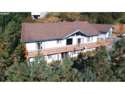 Coquille OR Single Family Home For Sale: $395,000