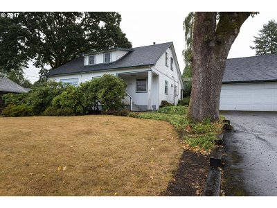 Portland Single Family Home For Sale: 10910 SW 61st Ave