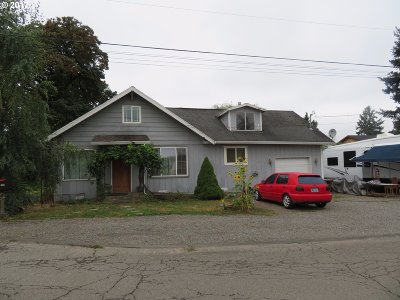 Oregon City OR Single Family Home For Sale: $242,000