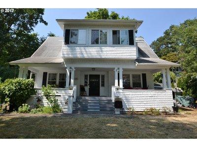 West Linn Single Family Home For Sale: 4805 Willamette Falls Dr