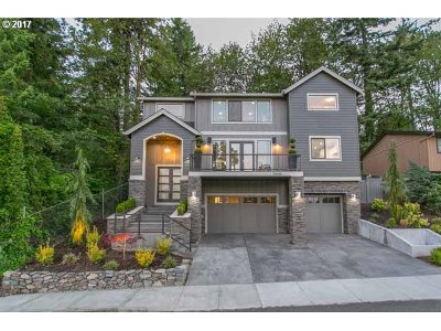 Portland Single Family Home For Sale: 10655 SW 40th Ave