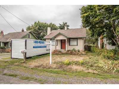 Milwaukie, Gladstone Single Family Home For Sale: 8533 SE 29th Ave
