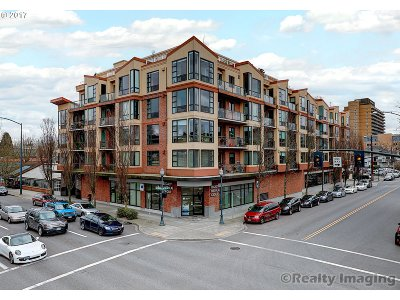 Condo/Townhouse For Sale: 1620 NE Broadway St #245