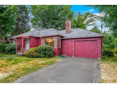 Portland Single Family Home For Sale: 6737 SW 55th Ave