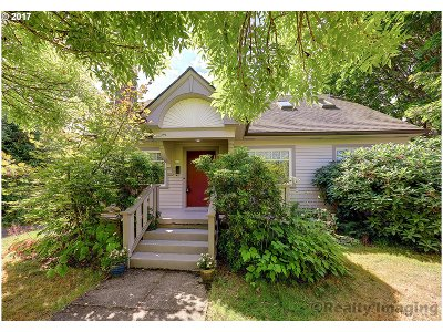 Portland Single Family Home For Sale: 4106 SE Lincoln St