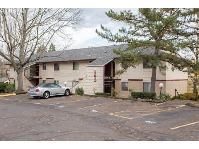 Portland Condo/Townhouse For Sale: 12612 NW Barnes Rd #7