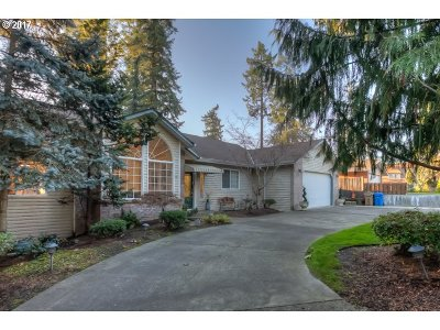 Milwaukie, Gladstone Single Family Home For Sale: 17179 SE River Rd