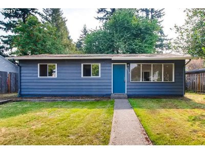 Milwaukie Single Family Home For Sale: 9510 SE 78th Ave