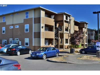 Portland Condo/Townhouse For Sale: 9234 SE Division St #102