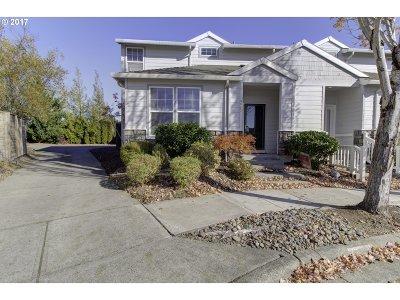 Portland Single Family Home For Sale: 4992 NW Huserik Dr