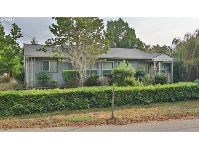 Coos Bay Single Family Home For Sale: 1845 California
