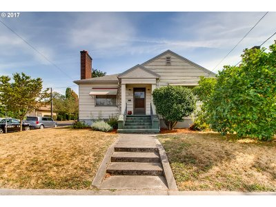 Portland Single Family Home For Sale: 2604 SE 20th Ave
