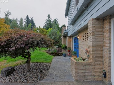 Portland Single Family Home For Sale: 7395 SW 87th Ave