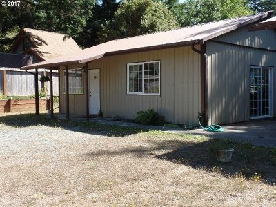 Port Orford Single Family Home For Sale: 165 Twenty Third St