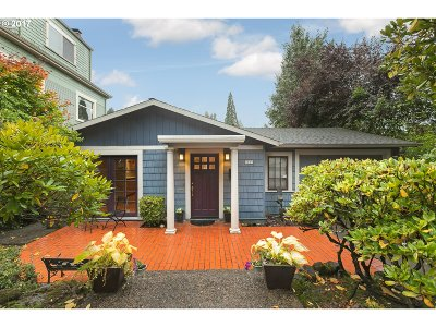Portland Single Family Home For Sale: 2805 SW Roswell Ave