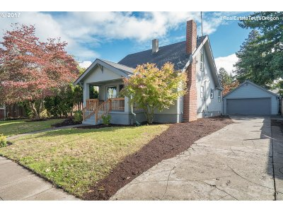 Single Family Home For Sale: 8602 N Clarendon Ave