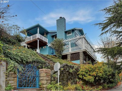 Portland Single Family Home For Sale: 2521 SW Hoffman Ave