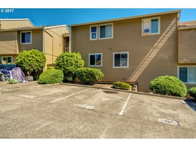 Clackamas Condo/Townhouse For Sale: 12602 SE 110th Ct