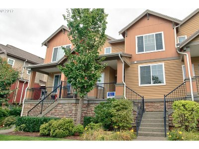 Portland Condo/Townhouse For Sale: 680 NW Falling Waters Ln #103