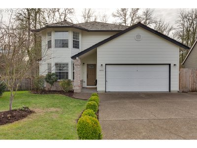 Beaverton Single Family Home For Sale: 8890 SW Pelham Ct
