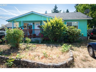 Portland Single Family Home For Sale: 7918 SE Johnson Creek Blvd