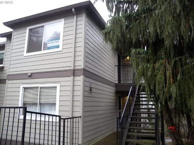West Linn Condo/Townhouse For Sale: 20920 Fawn Ct