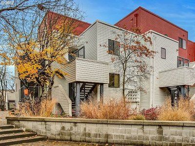 Portland Condo/Townhouse For Sale: 720 NW Naito Pkwy #D21