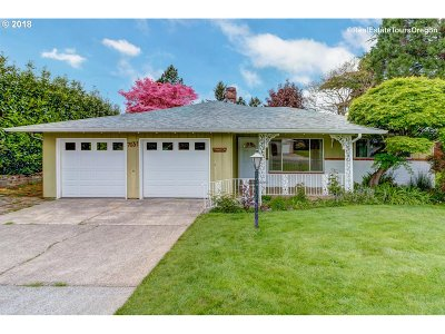 Milwaukie Single Family Home For Sale: 7631 SE Thompson Rd