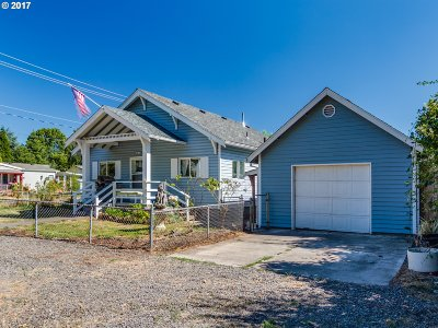 Milwaukie Single Family Home For Sale: 2840 SE Balfour St