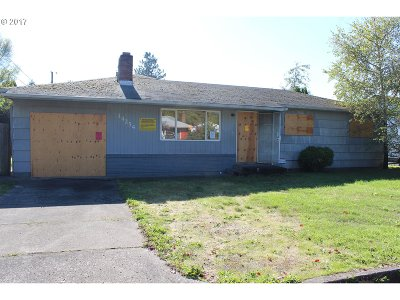 Clackamas County, Columbia County, Jefferson County, Linn County, Marion County, Multnomah County, Polk County, Washington County, Yamhill County Single Family Home For Sale: 14254 SE Stephens St
