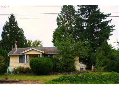 Milwaukie Single Family Home For Sale: 4114 SE View Acres Rd