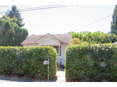 Milwaukie Single Family Home For Sale: 4106 SE Llewellyn St