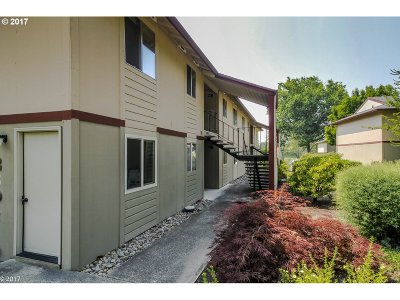 Portland Condo/Townhouse For Sale: 12604 NW Barnes Rd #4