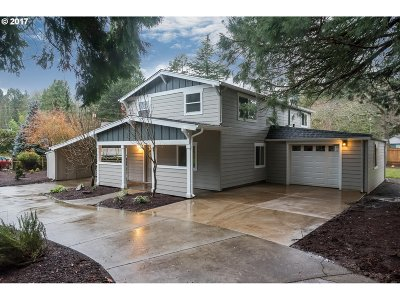Milwaukie Single Family Home For Sale: 5827 SE Tikki Ct