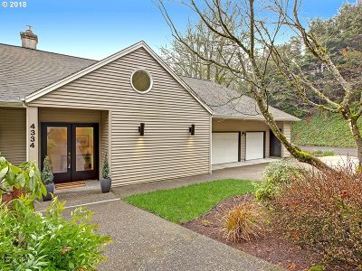 Portland Single Family Home For Sale: 4334 SW Greenhills Way