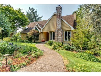 Lake Oswego Single Family Home For Sale: 4100 Coltsfoot Ln
